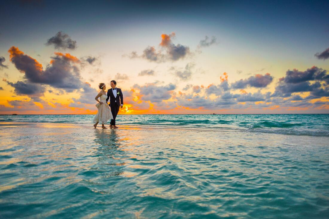 wedding couple on beach